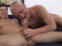 Порно геев как старик делает молодого фото 344-75